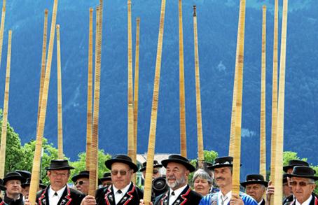 Alphoerner statt Hellebarden: Eidg. Jodlerfest 2011 inInterlaken