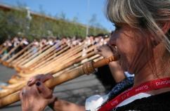 Alphoerner statt Hellebarden: Alphorn Konzert an der EXPO 2015