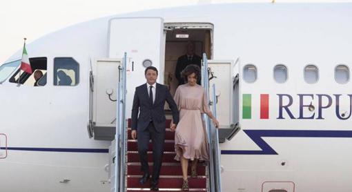 renzi-e-moglie-aereo