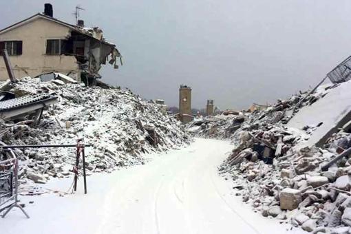 Terremoto: intensa nevicata ad Amatrice eAccumoli