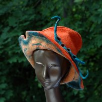 brimmed-hat-with-peapod