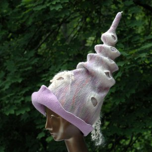 pastel-unicorn-witch-hat-with-curls