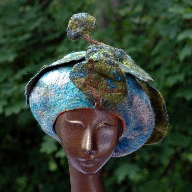 sky-and-dancing-trees-beret